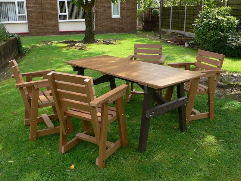 Kedel's Plastic Wood Patio Table and Chairs | Recycled Plastic